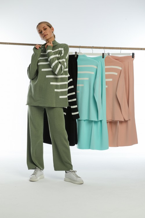 Powder Half Turtleneck Spanish Leg Striped Knitwear Set